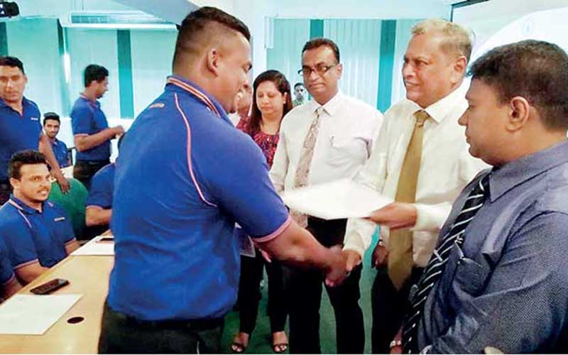 chatter.lksri-lanka-insurance-felicitates-division-one-cricket-champs