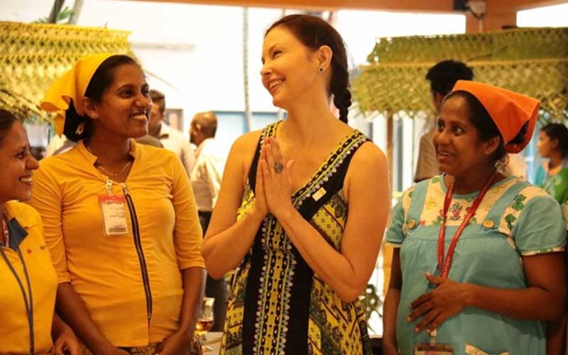 chatter.lkhollywood-star-ashley-judd-overwhelmed-by-strength-and-resilience-of-sri-lankas-apparel-sector-workers